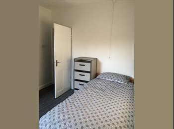EasyRoommate UK - Small Double Room To Rent, Guildford - £495 pcm