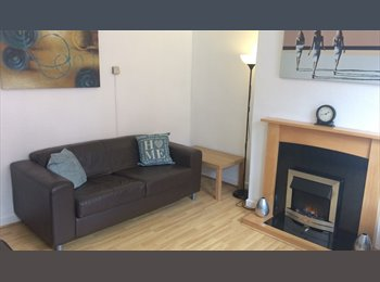 EasyRoommate UK - ROOMS IN SHARED STUDENT HOUSE - IDEAL LEEDS BECKETT OR LEEDS TRINITY UNIVERSITY, Kirkstall - £299 pcm