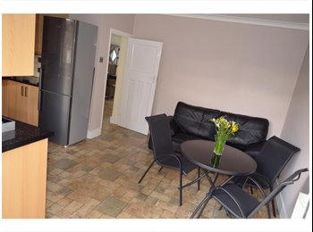 EasyRoommate UK - SERVICED Luxury rooms,close to Romford Station, Heath Park - £640 pcm