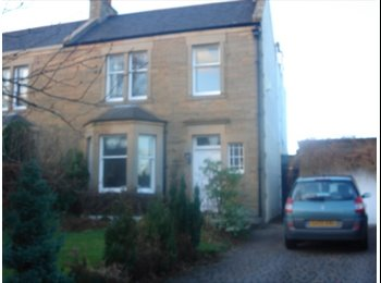 EasyRoommate UK - Large double room with en suite, Wester Hailes - £600 pcm