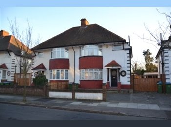 EasyRoommate UK - one decent double room with good transport in north Greenwich, Charlton - £550 pcm