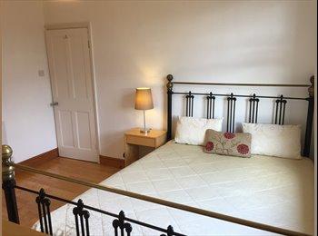 EasyRoommate UK - Lovely Double Room Enfield (For Female), Grange Park - £620 pcm