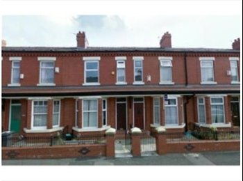 EasyRoommate UK - 5 BEDROOMS HOUSE IN SOUTH MANCHESTER, Moss Side - £350 pcm