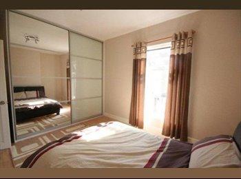 EasyRoommate UK - 3 Bed Furnished House Share, Botanic - £345 pcm