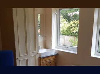 EasyRoommate UK - Double room in nice modern house near Warwick Uni, Lower Eastern Green - £400 pcm