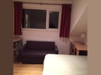 EasyRoommate UK - Newly decorated house in Hyde park  a must see!!!, Hyde Park - £365 pcm