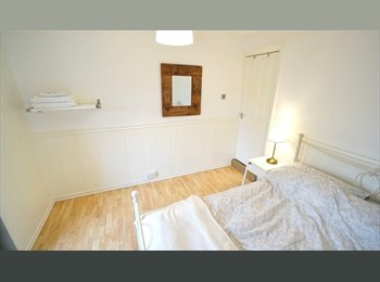 EasyRoommate UK - Bright Room in Clean Friendly House, Norcot - £450 pcm