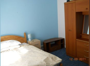 EasyRoommate UK - Double Room Available, Kinson - £390 pcm