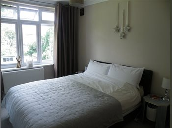 EasyRoommate UK - Shared house for profesionals, Heath Park - £640 pcm