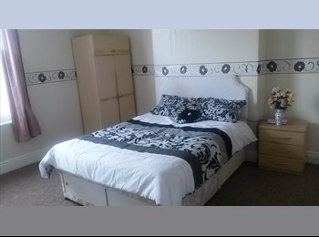 EasyRoommate UK - A Nice Large HOUSE Close West Bromwich Town Centre, Newtown - £365 pcm