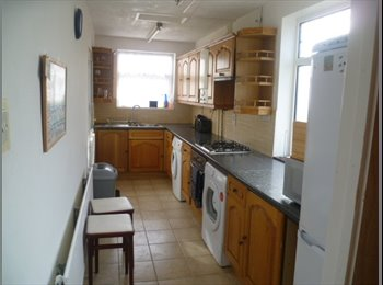 EasyRoommate UK - Furnished Single in Professional HouseShare, Bills Included , Horfield - £395 pcm