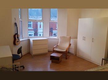 EasyRoommate UK - Single Room £250 (BILLS INCLUDED), Benwell - £250 pcm