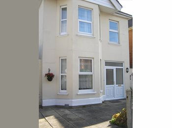 EasyRoommate UK -  lovely student house available, Boscombe - £325 pcm