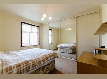 EasyRoommate UK - Non-smoking professional  for large 3 bedroom semi, Darlington - £325 pcm
