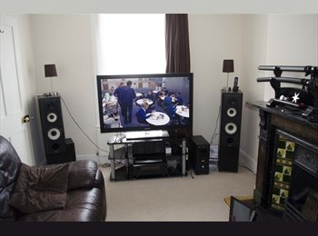 EasyRoommate UK - Double room in nice house near station & hospital, Colchester - £425 pcm