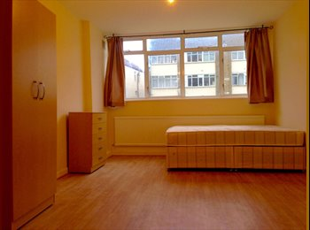 EasyRoommate UK - Large Double Room - Bills Included, Catford - £570 pcm