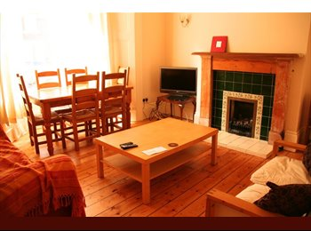 EasyRoommate UK - Single room in lovely 4-bed house, Spital Tongues - £237 pcm
