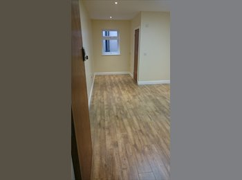 EasyRoommate UK - BRAND NEW LARGE ROOMS WITH EN-SUITES, Dudley - £480 pcm