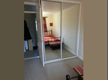 EasyRoommate UK - Double bedroom AVAILABLE NOW, Possilpark - £300 pcm