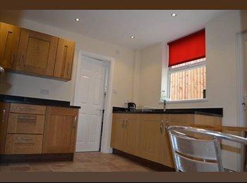 EasyRoommate UK - Professional house share, Prenton - £390 pcm
