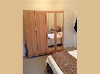 EasyRoommate UK - Large Double bedroom, Studio fully furnished, Upper Stoke - £450 pcm