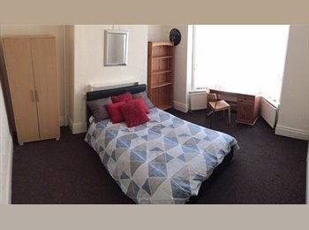 EasyRoommate UK - *Double room *All bills included *Great Housemates, Banner Cross - £340 pcm