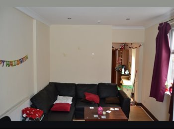 EasyRoommate UK - Fantastic 7 Bedrooms House close to city centre, Tredegarville - £310 pcm