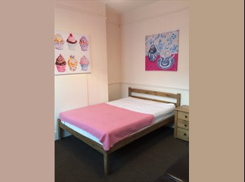EasyRoommate UK - Close To the Town Centre - Refurbished Rooms, Burton-on-Trent - £325 pcm