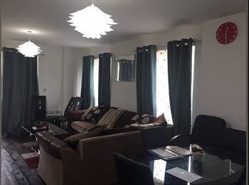 EasyRoommate UK - A Large double with own bath to rent, Romford - £1,300 pcm