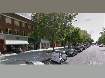 EasyRoommate UK - Large Double Studio flat above Commercial Premises, Oakleigh Park - £867 pcm