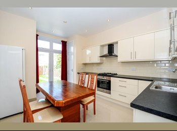 EasyRoommate UK - Enjoy living in a fabulous house with friendly flatmates, Bounds Green - £600 pm