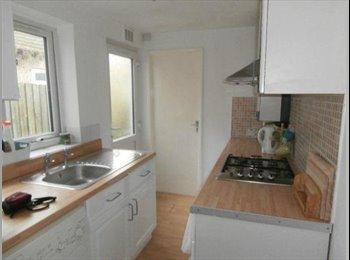 EasyRoommate UK - Coventry uni houseshare , Upper Stoke - £395 pcm
