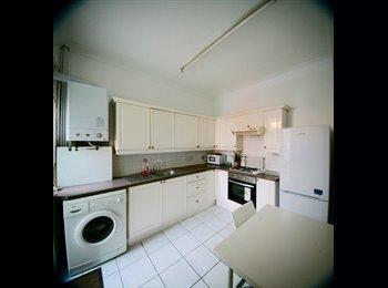 EasyRoommate UK - NICE DOUBLE ROOM IN SOUTH WEST ZONE 3, Norbury - £480 pcm