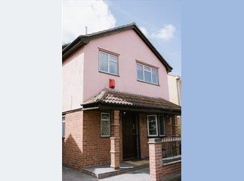 EasyRoommate UK - **Beautiful Double Rooms - All Bills Included**, Basildon - £525 pcm
