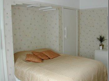 EasyRoommate UK - Lodger  for lovely room in Twickenham TW2 , Fulwell - £650 pcm