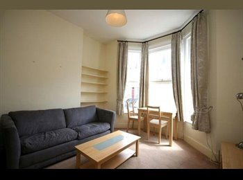EasyRoommate UK - SW6 Studio Double Within Walking distance to Tube, West Brompton - £800 pcm