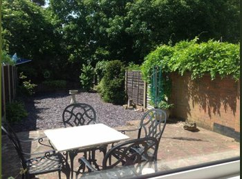 EasyRoommate UK - DOUBLE BEDROOM WITH ENSUITE IN FRIENDLY HOUSESHARE, Maidstone - £575 pcm