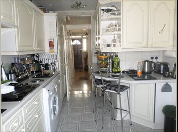 EasyRoommate UK - Double Room To-Let, Colchester - £600 pcm
