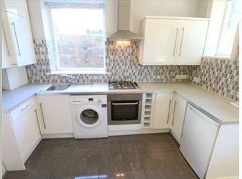 EasyRoommate UK - Beautiful Victorian 2 Double Bedroom Flat, West Norwood - £750 pcm