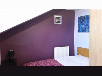 EasyRoommate UK - Single room 10 mins to town, blackout blinds, Hunslet - £300 pcm