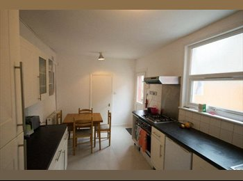 EasyRoommate UK -  Double Rooms Available in Modern House, Turnpike Lane - £800 pcm