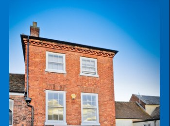 EasyRoommate UK - Good sized double room available in a well-presented, professionally shared town house is St Johns, Worcester - £420 pcm