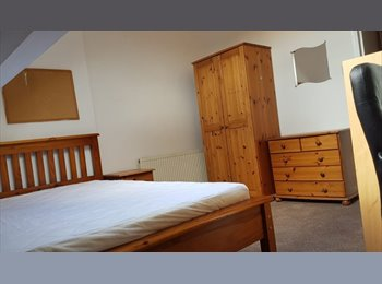 EasyRoommate UK - Three double rooms at  £325/£350/£370 p/m all bills inclusive in crooks s10 available , Crookesmoor - £325 pcm
