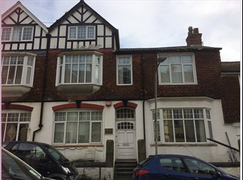EasyRoommate UK - Addison Road Houseshare  - students only - 2 places left, Plymouth - £332 pcm