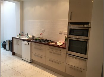 EasyRoommate UK - large ensuite room in modern house in Jesmond,  2 minutes to Jesmond metro, Jesmond - £450 pcm