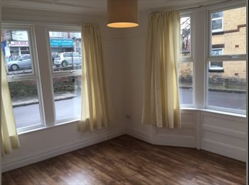 EasyRoommate UK - Professional House Share, Mossley Hill - £350 pcm