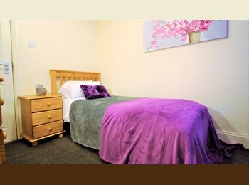 EasyRoommate UK -  Close To The Queens Hospital, Burton-on-Trent - £299 pcm