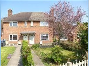 EasyRoommate UK - Furnished Double Room in quiet location £80-100 p/w, Salisbury - £400 pcm