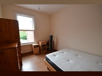 EasyRoommate UK - Refurbished  5 Double Bedroom Flat, Westcotes - £300 pcm