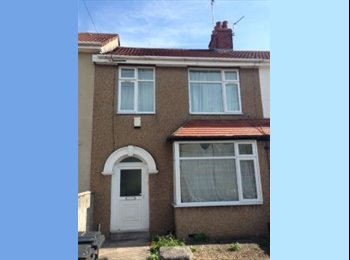 EasyRoommate UK - Large Double Bedrooms in Refurbished Professional House, Horfield - £515 pcm
